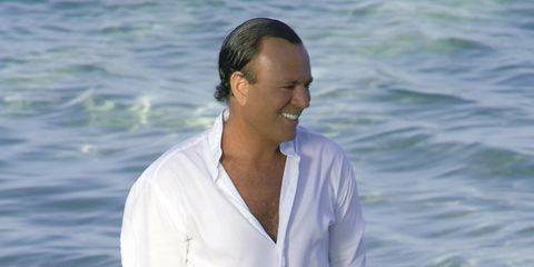 Dress shirt, Sleeve, Shoulder, Shirt, Collar, Happy, Facial expression, Ocean, People in nature, Muscle,
