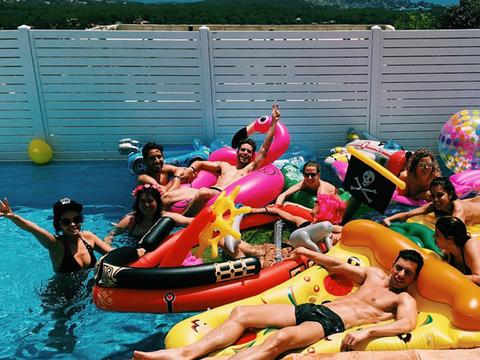 Fun, Recreation, Leisure, Pink, Outdoor recreation, Summer, Purple, Vacation, Inflatable, Magenta,