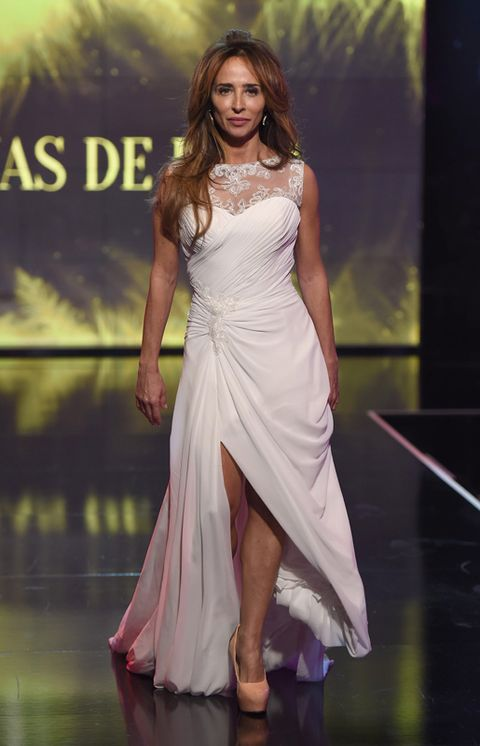 Dress, Fashion model, Gown, One-piece garment, Fashion, Model, Long hair, Waist, High heels, Day dress,