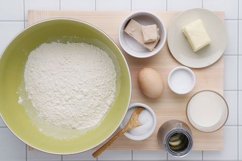 Ingredient, Food, Flour, Powder, Serveware, Dishware, Corn starch, All-purpose flour, Whole-wheat flour, Kitchen utensil,