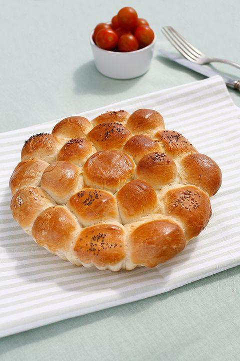 Bread, Food, Ingredient, Cuisine, Baked goods, Kitchen utensil, Cutlery, Dishware, Gluten, Fruit,