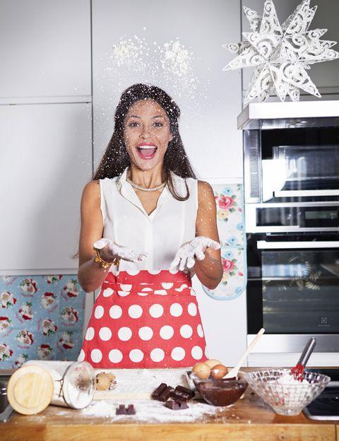 Serveware, Dishware, Tableware, Apron, Cook, Plate, Cooking, Peach, Polka dot, Home appliance,
