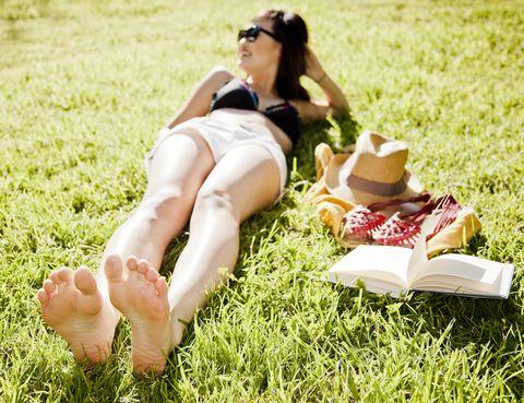 Eyewear, Human, Leg, Grass, Human leg, Sunglasses, Toe, People in nature, Sitting, Summer,