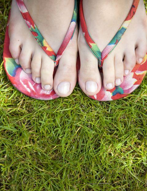 Human, Grass, Toe, Green, People in nature, Nail, Nail care, Foot, Nail polish, Fashion,