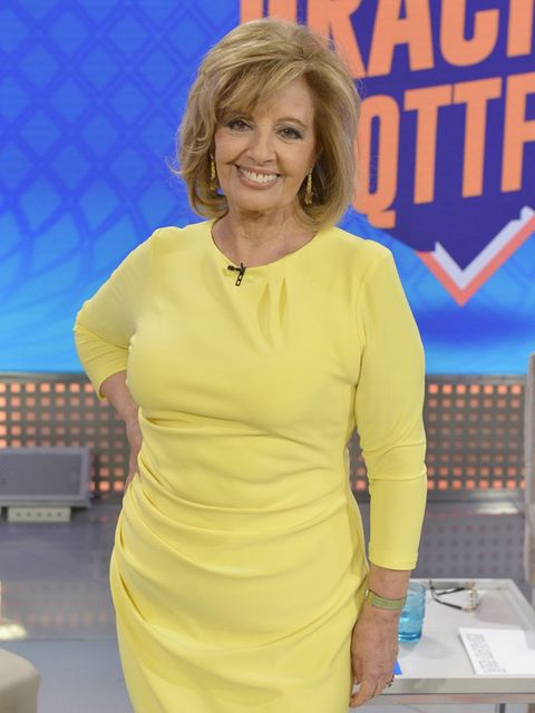 Yellow, Hairstyle, Blond, Fashion, Dress, Television presenter, Cocktail dress, Fashion design, Neck, Electric blue,
