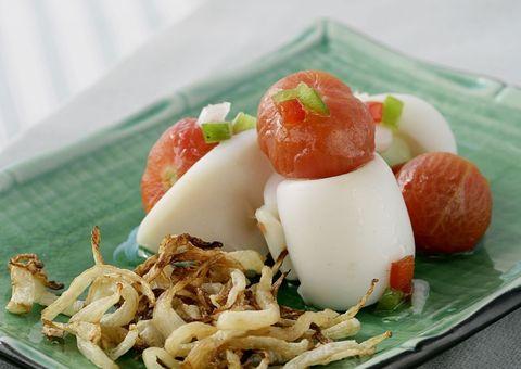 Receta: Ensalada de tomates y calamares