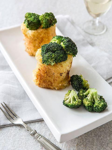 Green, Food, Leaf vegetable, Produce, Ingredient, Cuisine, Broccoli, Tableware, Cruciferous vegetables, Drink,