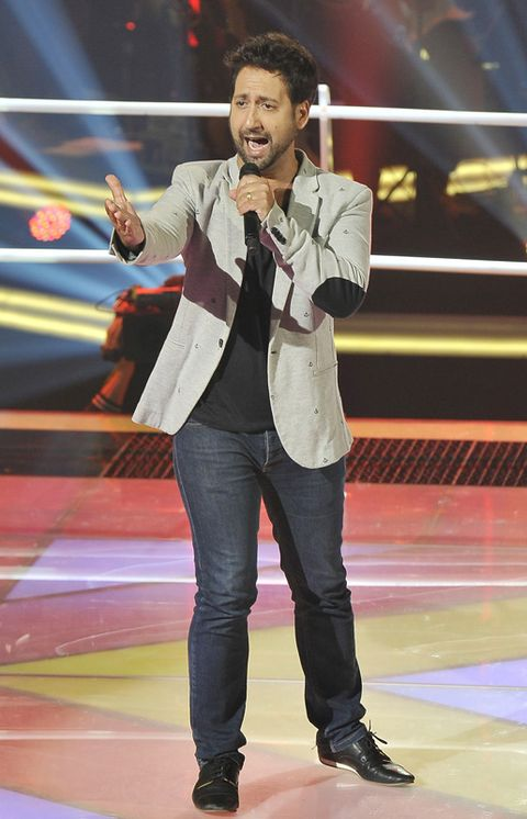 Jeans, Outerwear, Jacket, Denim, Blazer, Talent show, Singer,