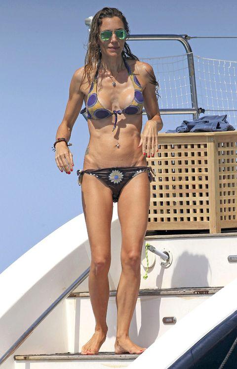 Brassiere, Human leg, Swimwear, Swimsuit top, Bikini, Summer, Sunglasses, Undergarment, Swimsuit bottom, Thigh,