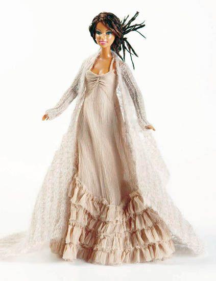 Shoulder, Dress, Textile, White, Gown, Formal wear, Style, Costume design, One-piece garment, Fashion,