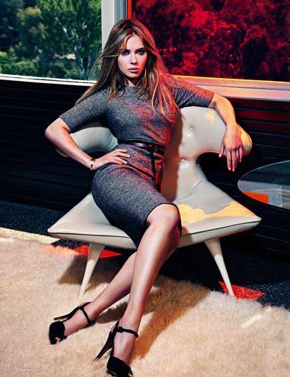 Leg, Hairstyle, Human leg, High heels, Thigh, Beauty, Long hair, Knee, Foot, Model,