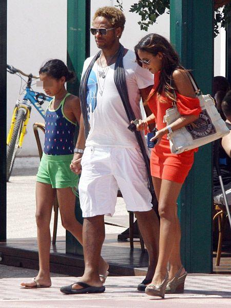 Eyewear, Leg, Bicycle frame, Human leg, Sunglasses, Bag, Shorts, Fashion accessory, Fashion, Luggage and bags,
