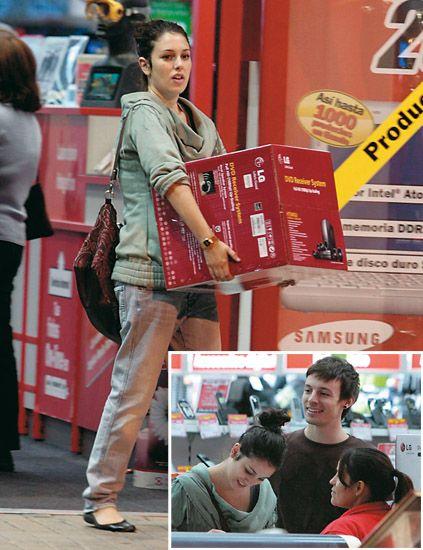 Leg, Bag, Street fashion, Jacket, Luggage and bags, Handbag,