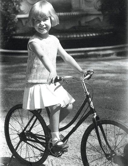 Bicycle tire, Tire, Wheel, Bicycle wheel, Bicycle wheel rim, Bicycle frame, Bicycle part, Bicycle, Bicycle accessory, Spoke,