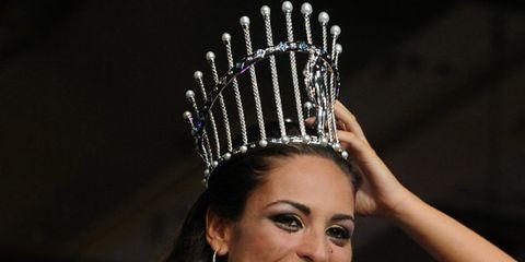 Hairstyle, Hair accessory, Headpiece, Eyelash, Style, Fashion accessory, Headgear, Beauty, Fashion, Model,
