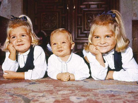 Hair, Nose, Ear, Mouth, Eye, Child, Happy, Mammal, Sharing, Baby & toddler clothing,