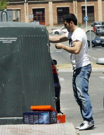 Jeans, Shirt, Denim, T-shirt, Auto part, Street fashion, Gas, Sneakers, Waste containment, Carpenter jeans,