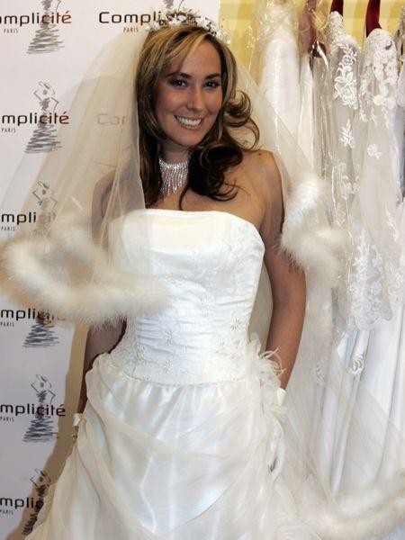 Clothing, Finger, Bridal clothing, Sleeve, Dress, Shoulder, Wedding dress, Textile, Photograph, Joint,