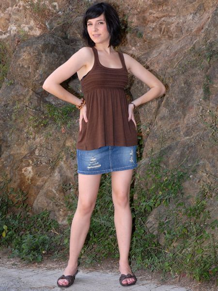 Clothing, Leg, Human leg, Human body, Shoulder, Joint, Sleeveless shirt, Denim, Slipper, Summer,