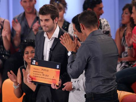Face, Arm, Award ceremony, Award, Audience, Picture frame, Fan, Ceremony,