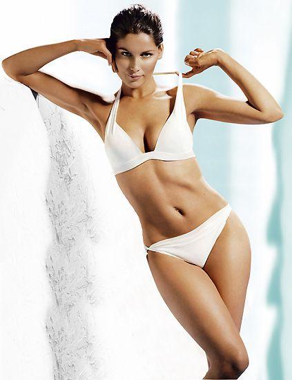 Hairstyle, Skin, Brassiere, Shoulder, Joint, White, Swimsuit bottom, Swimsuit top, Undergarment, Waist,