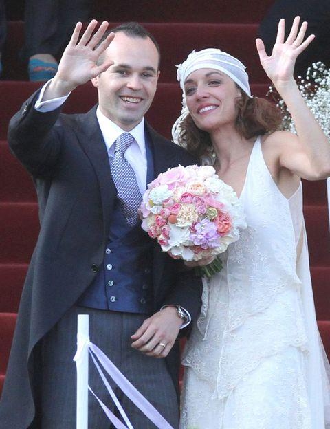 Clothing, Smile, Petal, Trousers, Dress, Coat, Dress shirt, Photograph, Bridal clothing, Bouquet,