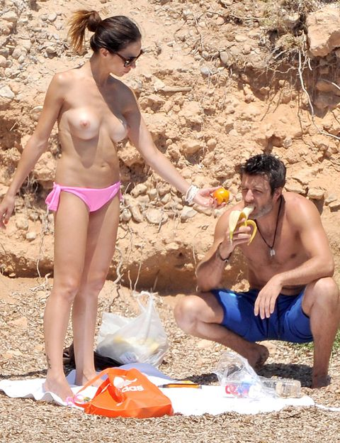 Leg, Fun, Human body, Brassiere, People in nature, Summer, Abdomen, Trunk, Swimsuit top, Undergarment,