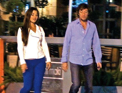 Leg, Sleeve, Trousers, Denim, Shirt, Standing, Outerwear, Dress shirt, Street fashion, Electric blue,