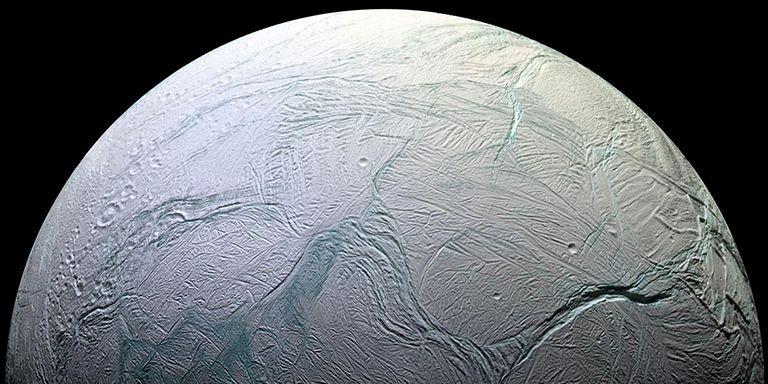 Detectan compuestos químicos esenciales para la vida en Encélado