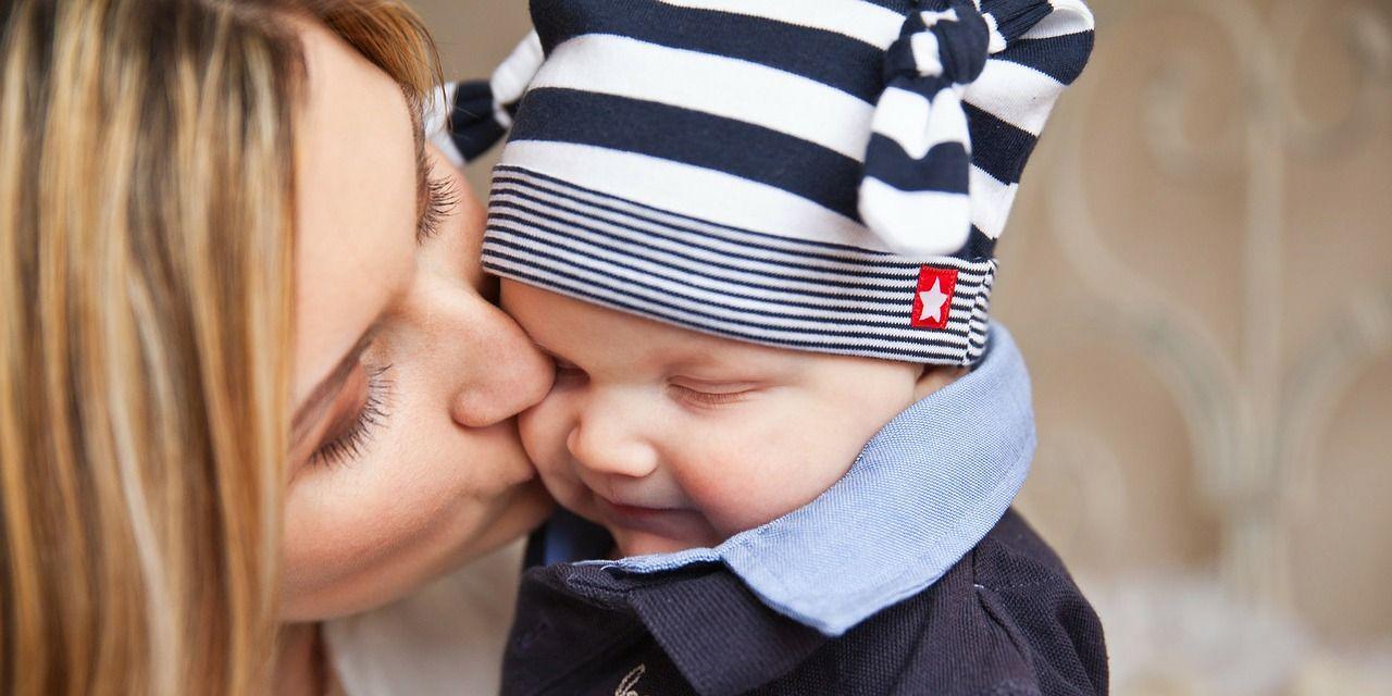 ¿Por qué las madres sienten el instinto de proteger a sus hijos?