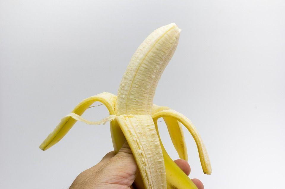 """¿Para qué sirven los """"hilillos"""" de los plátanos?"""
