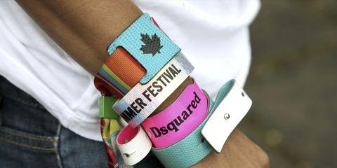 gran descuento 857ed 41506 Coleccionar pulseras de festivales está afectando a tu salud