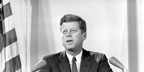 Murió Kennedy Por Llevar Corsé