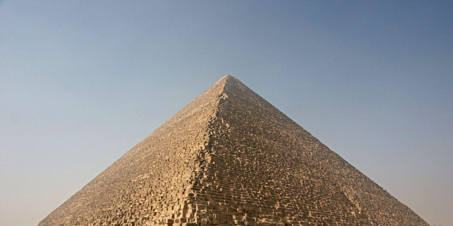 ¿Hay un trono hecho con hierro de meteoritos oculto en la pirámide de Keops?