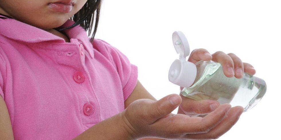 Niños que se emborrachan con gel antibacterial
