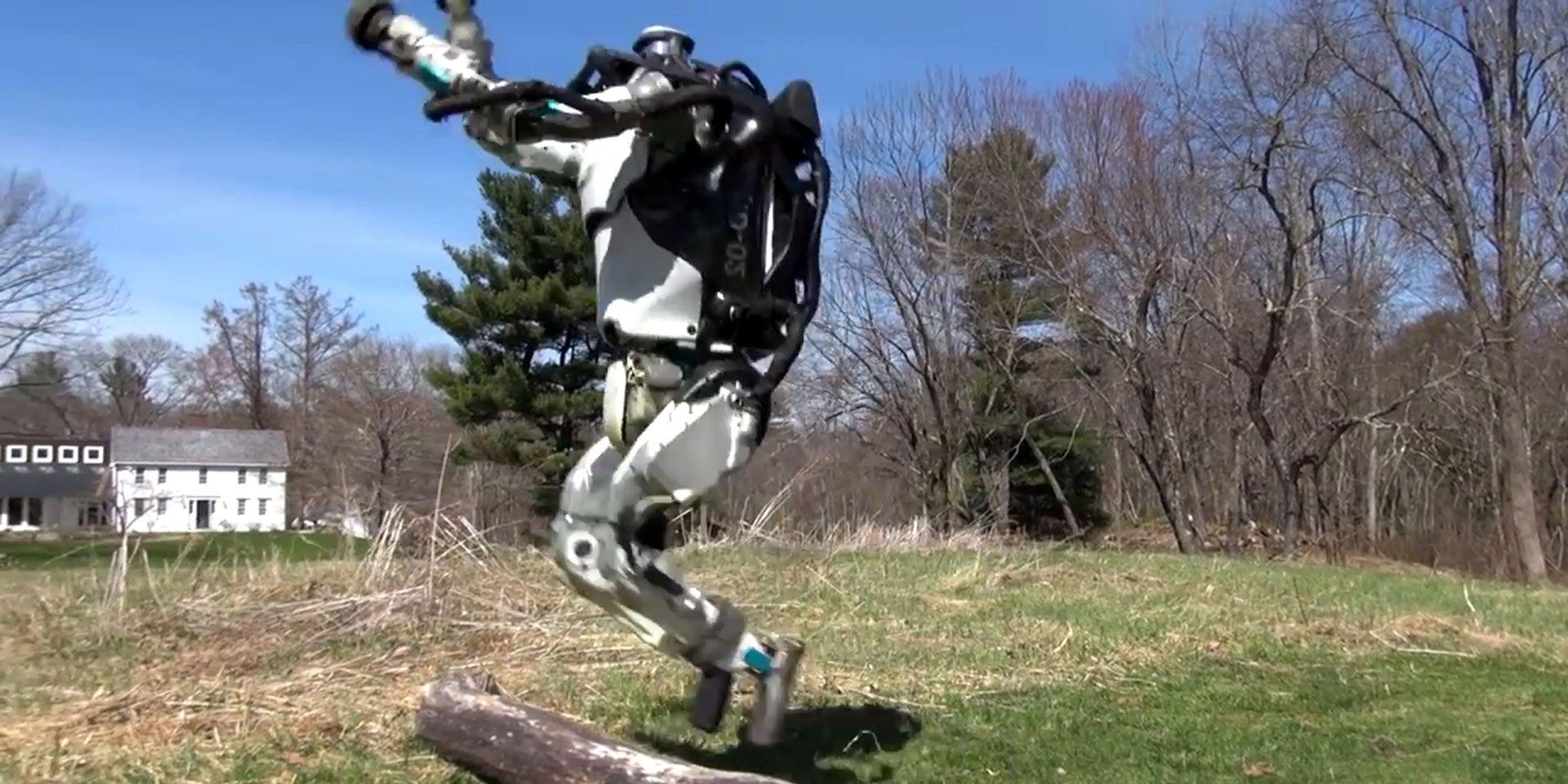 Atlas, el robot de Boston Dynamics ya no solo anda… ¡también sale a correr!