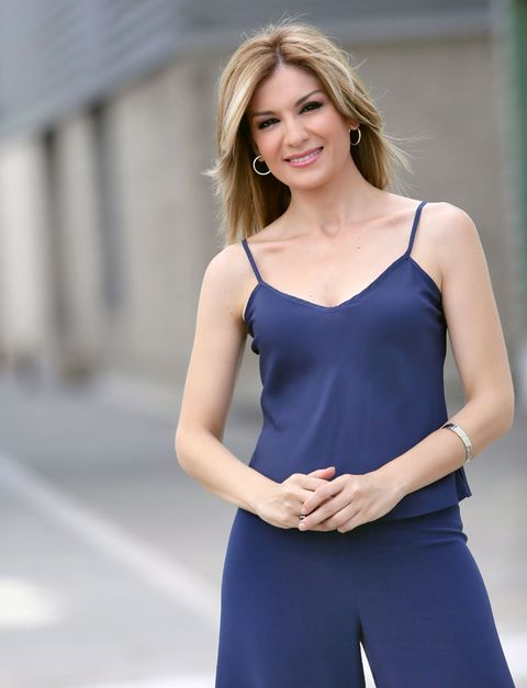 Sleeve, Dress, Shoulder, Joint, Facial expression, Style, Elbow, Waist, One-piece garment, Electric blue,