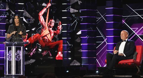 Performance, Entertainment, Performing arts, Event, Music, Stage, Concert, Music artist, Public event, Dancer,