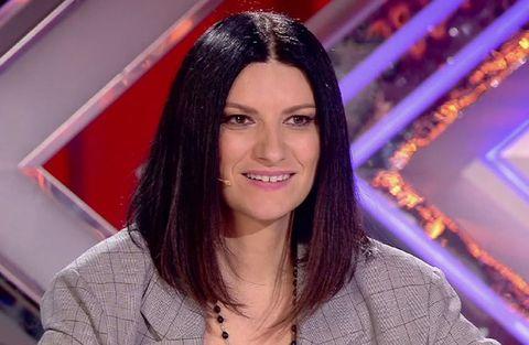 Hair, Eyebrow, Hairstyle, Black hair, Long hair, Forehead, Lip, Smile, Brown hair, Television presenter,