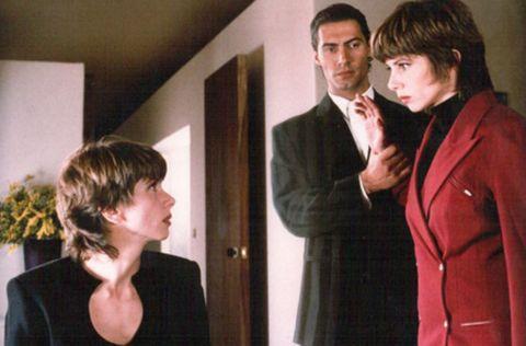 Suit, Formal wear, Conversation, Gesture,