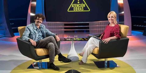 Television program, Newscaster, Couch, Furniture, Fun, Sitting, Conversation, Leg, Event, Television,
