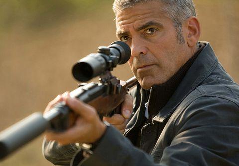 Un fotograma de'El americano' (2010), conGeorge Clooney y Violante Placido.