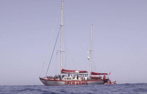Vehicle, Boat, Water transportation, Watercraft, Schooner, Mast, Sailing ship, Sailboat, Sail, Ship,