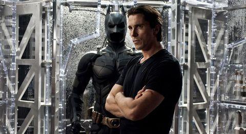 christian bale es batman en 'el caballero oscuro la leyenda renace'