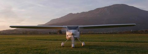 Airplane, Aircraft, General aviation, Vehicle, Light aircraft, Aerospace engineering, Flight, Aviation, Technology, Propeller,