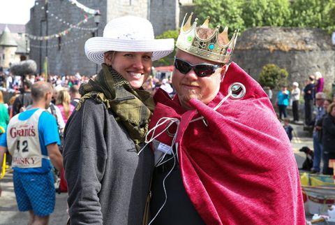 Eyewear, Hat, Tourism, Fashion accessory, Headgear, Costume accessory, Street fashion, Sun hat, Sunglasses, Crowd,
