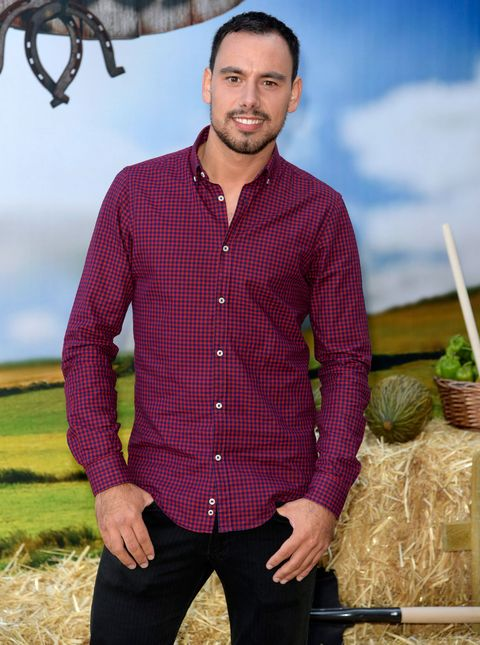 Dress shirt, Collar, Sleeve, Trousers, Shirt, Textile, Standing, Facial hair, People in nature, Pocket,