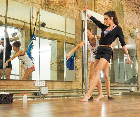Human leg, Floor, Elbow, Performing arts, Flooring, Hardwood, Knee, Physical fitness, Thigh, Barefoot,