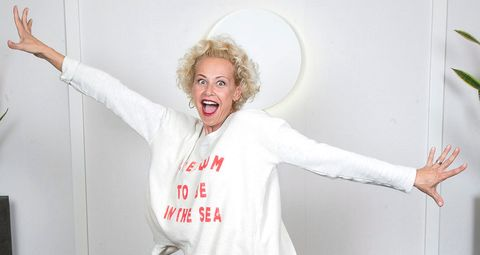 White, Facial expression, Shoulder, Arm, Joint, Blond, Fun, T-shirt, Gesture, Happy,