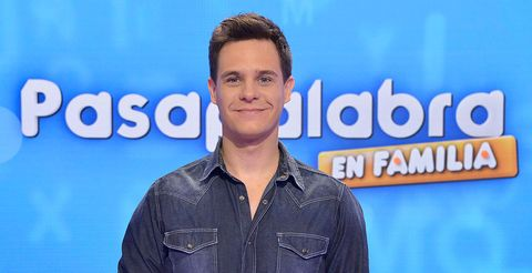 Forehead, Television presenter, Spokesperson, Electric blue, Smile, Newscaster,